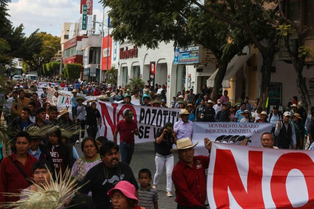 marcha en el centro Marichuy Tehuacán_ Daliri Oropeza