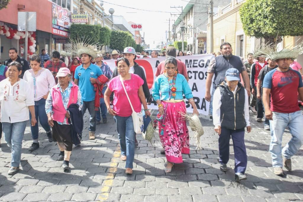 marcha llega al centro Marichuy Tehuacán_ Daliri Oropeza
